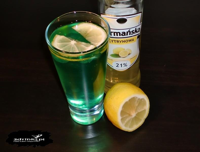 drink z zielonymi kostkami