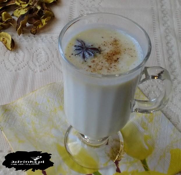 Biała czekolada na gorąco z przyprawami