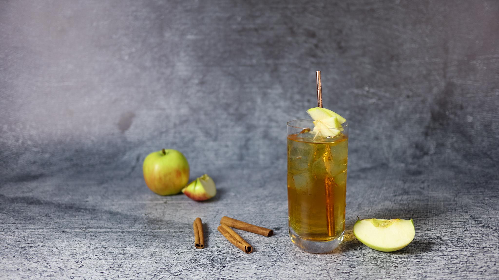 Szarlotka (żubrówka z sokiem jabłkowym)
