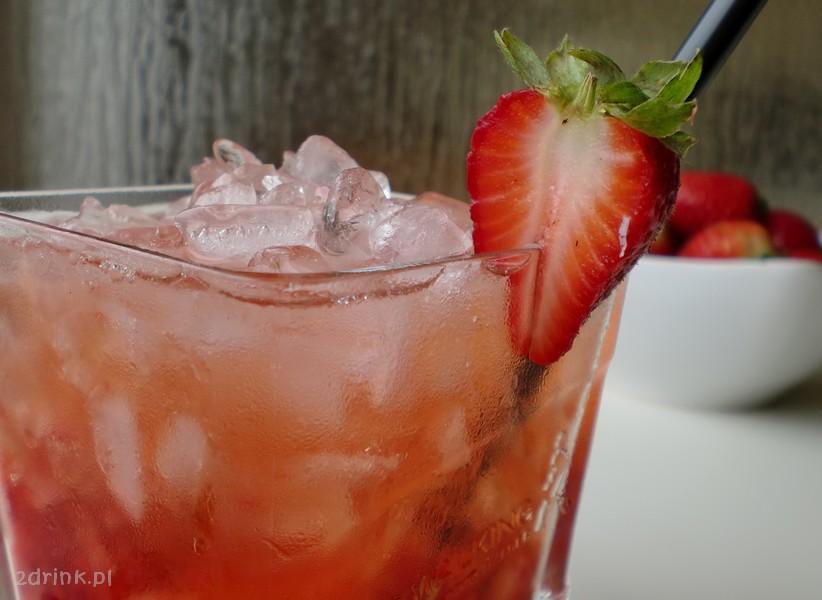 Shanghai Flower – drink z truskawek i bazylii