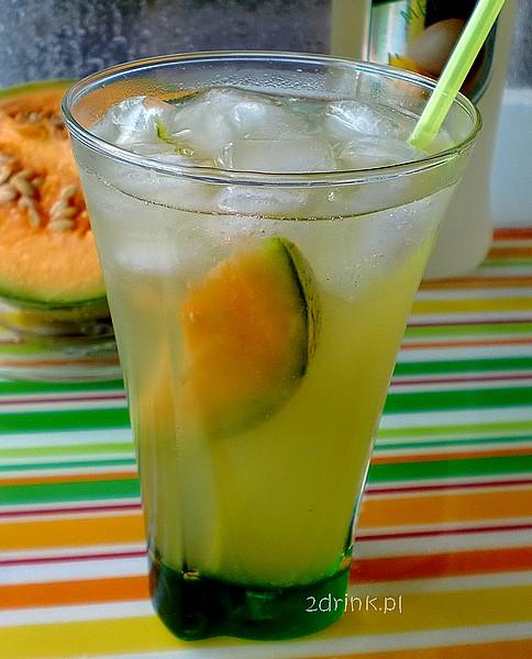 Tropikalny drink melonowy