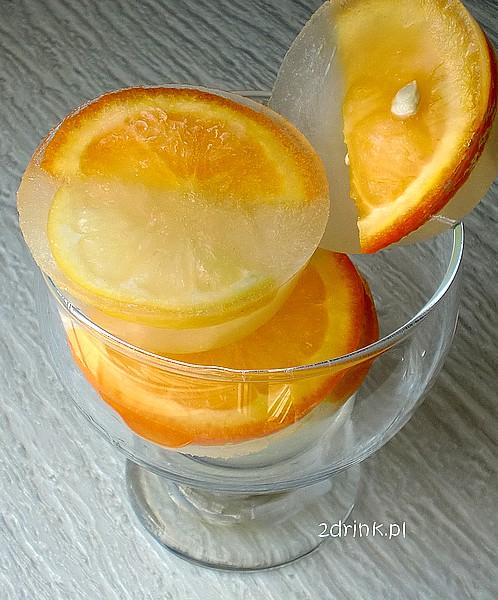 Duze kostki lodu