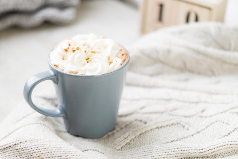 Cynamonowe latte z czekoladą