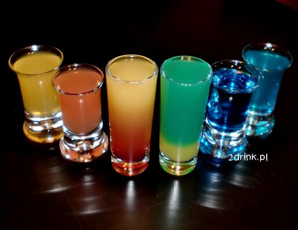 Drinki na Sylwestra: proste shoty dla kobiet