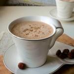 Gorąca czekolada z prażonymi orzechami laskowymi