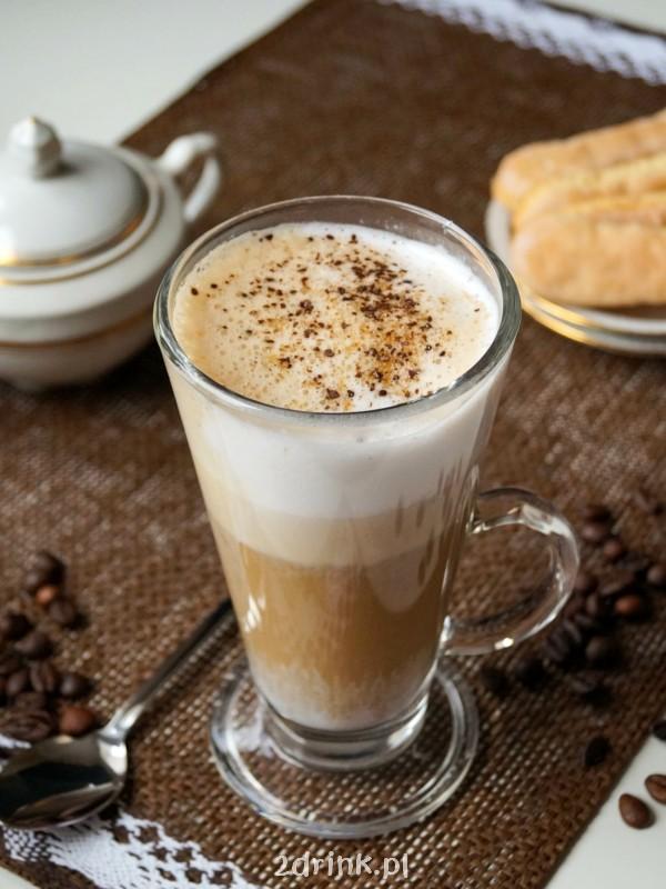 Kawa latte z mlekiem kokosowym i korzeniami