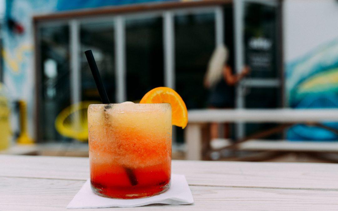 Drinki na Sylwestra – 20 prostych drinków z wódki
