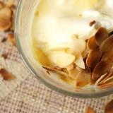 Biała czekolada z prażonymi migdałami - przepis