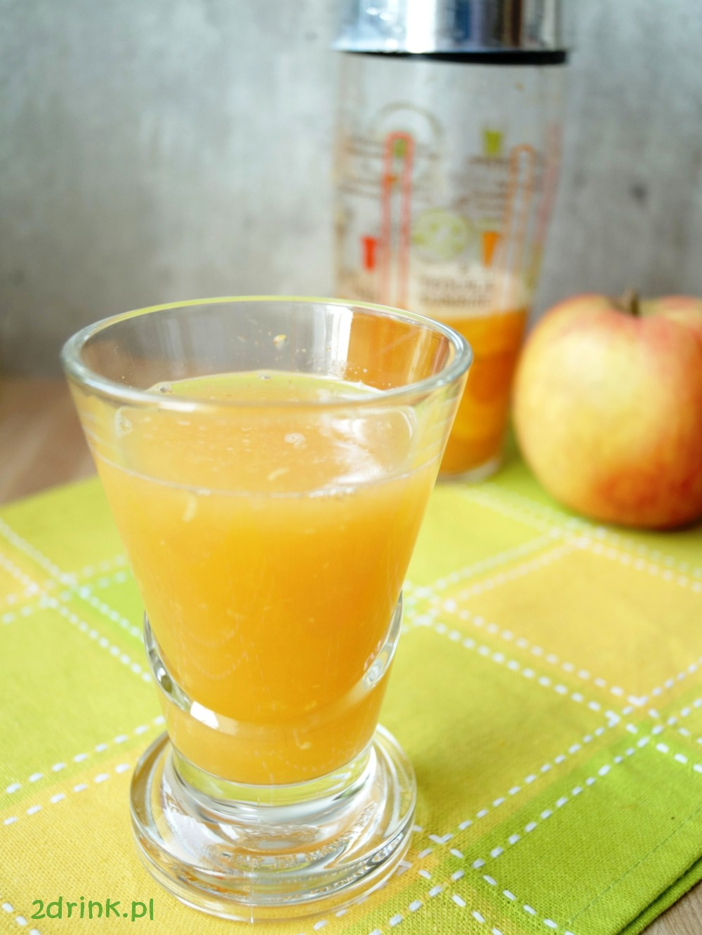 Orzeźwiający sok jabłkowo-cytrusowy