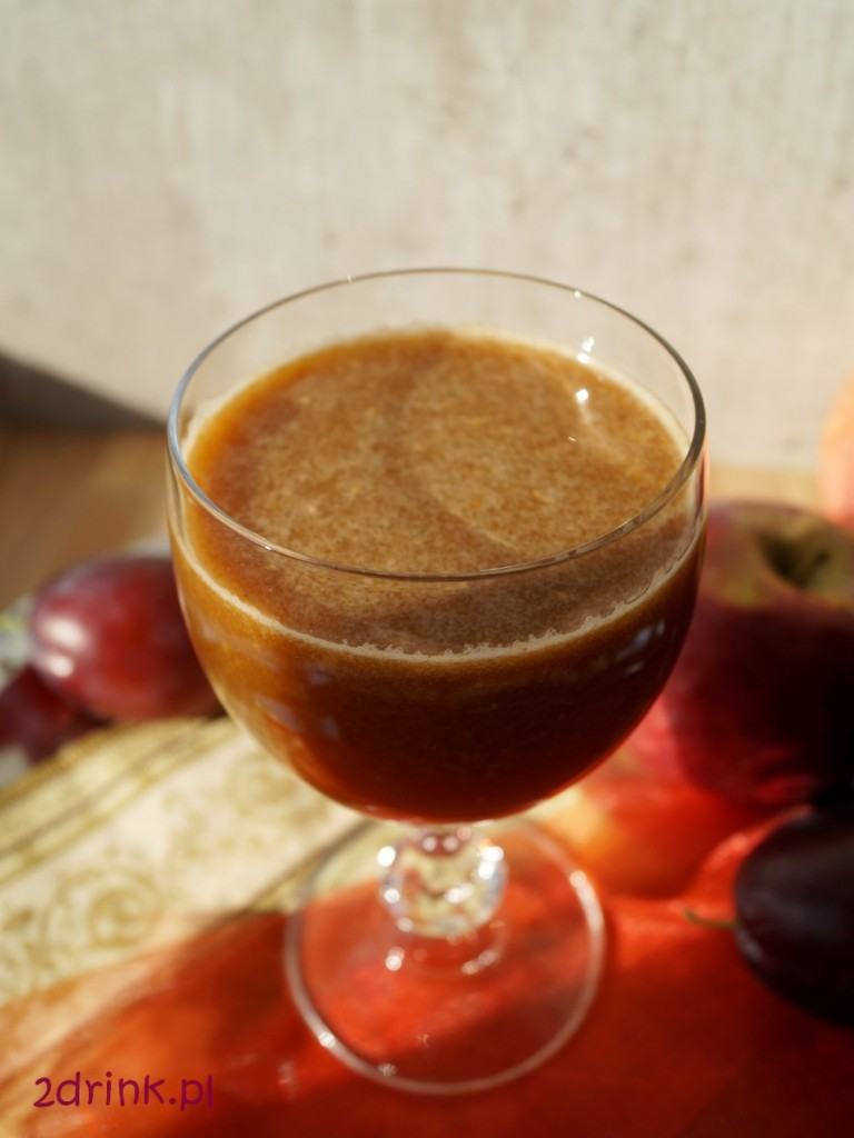 korzenny napoj ze sliwek i jablek