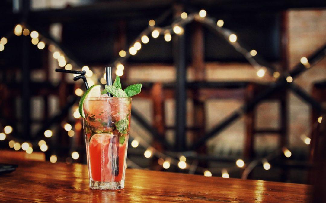 Klasyczne drinki znane z barów – top 15