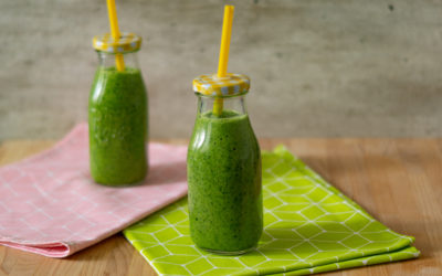 Zielony koktajl ze szpinaku i banana